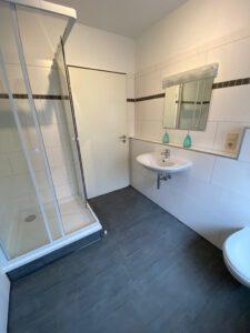 WG-Zimmer UniHome Höxter - Badezimmer mit Dusche