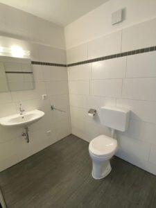 WG-Zimmer UniHome Höxter - Badezimmer mit WC